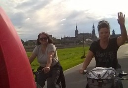 Jana und Heike mit dem Rad